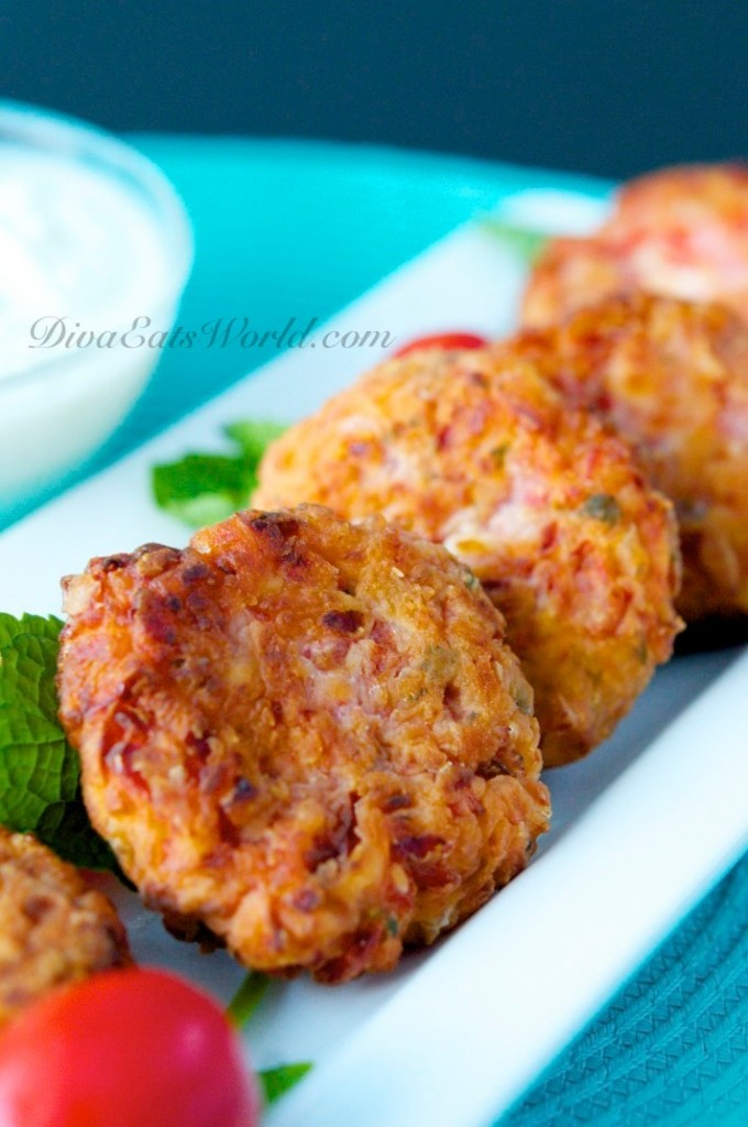 Tomatokeftedes-fried-tomato-balls-from-Santorini-Greece1-2